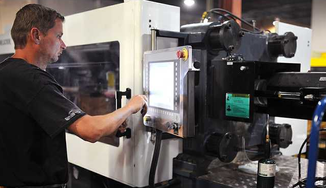 Effective Communication in a Plastic Parts Manufacturing Setting